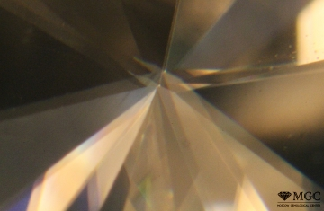 Birefringence in synthetic moissanite. View mode - dark-field lighting